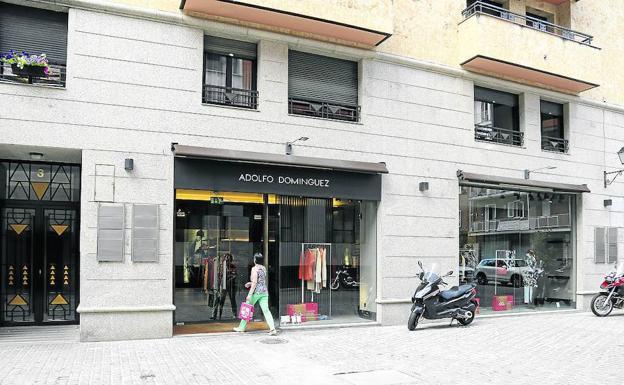 adolfo dom nguez cierra su tienda en palencia el norte