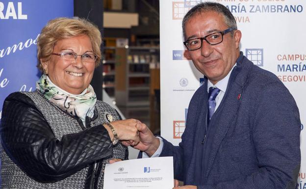 Juana Borrego y Juan José Garcillán, tras la firma del acuerdo./Antonio de Torre