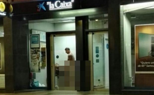 La imagen de una pareja teniendo sexo en un cajero de le n for Oficinas la caixa leon
