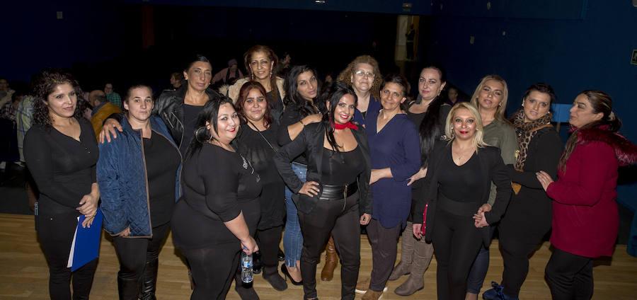 Integrantes de Flor de Azahar y de la Asocación de Mujeres Gitanas Feministas por la Diversidad, durante el acto organizado en el centro cívico Rondilla. /Gabriel Villamil