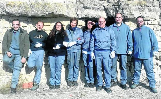 Trigueros restaura dos casas cueva para convertirlas en for Oficina de turismo de castilla y leon