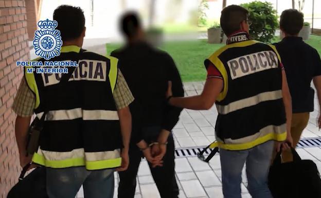 Detenido en Valladolid un profesor que tomaba imágenes de sus ...