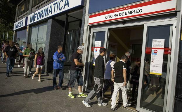 Espa a roza los 19 millones de afiliados gracias a un for Oficina de empleo azca madrid
