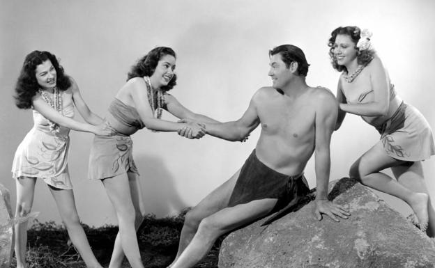 El actor Johnny Weissmüller, en 'Tarzán y las sirenas'.
