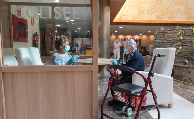 Cabina para separar a los visitantes de los residentes y evitar contagios.