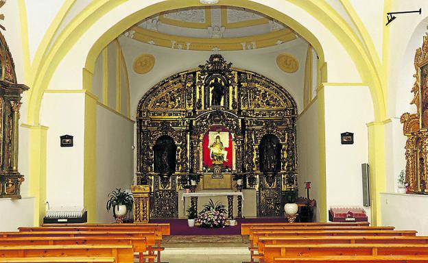 Interior de la ermita de la Virgen de las Angustias. En el centro, el sagrario tabernáculo de este pequeño templo