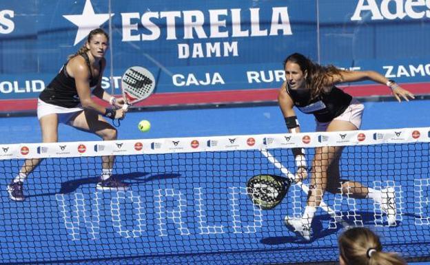 Alejandra Salazar y Gemma Triay, durante la final de este domingo./José C. Castillo