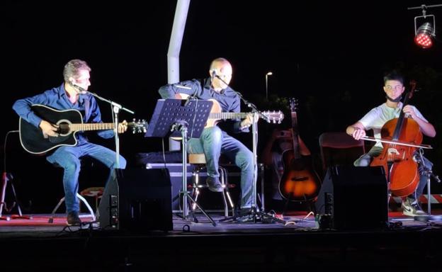 Concert of 10CuerdasPop in the Bizarricas Urbanization of Villares de la Reina